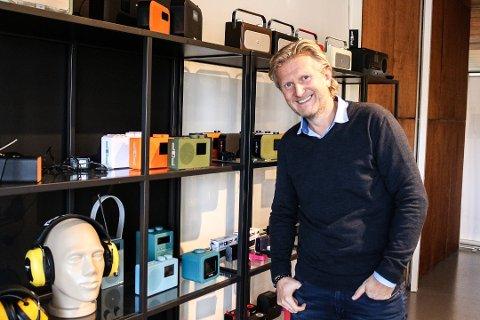 Radioeventyr: Daglig leder Hans Christian «HC» Andersen gleder seg over omsetningsveksten i Sahaga AS. Sortert etter omsetning er selskapet Fredrikstads 79. største.