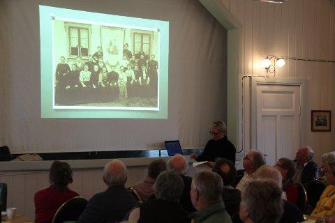 Kulturhistoriker Kathrine Lorentzen Sandstrøm tok de fremmøtte med inn i det dramatiske møtet mellom radikale svenske stenhoggere og en konservativ kystbefolkning.
