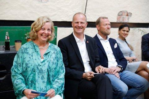 Berit Svendsen (t.v) går av som sjef for Telenor Norge.