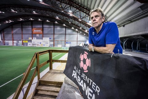 Må permittere fem av sju: Daglig leder i Østfold Fotballkrets Øyvind Strøm forteller at kretsen fra 14. april må permittere fem av sju ansatte.