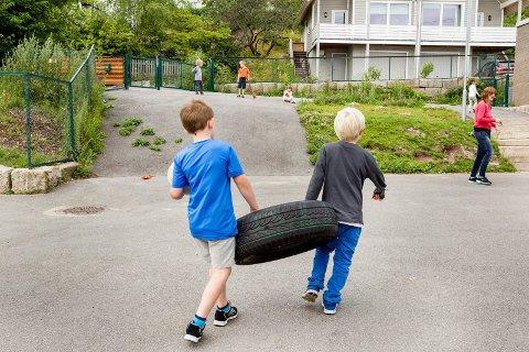 19.000 PER BARN: Fredriksstad Blad var på plass og tok bilder da kommunen sommeren 2015 tilbød sommeråpen barnehage i Kiæråsen barnehage. Men oppslutningen har sunket etter etter dette og prislappen på tilbudet var på 19.000 kroner per barn i sommer.