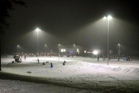 Slik KAN Fredrikstad skiarena fremstå. Bildet er fra januar 2019. Denne vinteren var den foreløpig siste med kunstsnø i anlegget. I fjor vinter ble det aldri kaldt nok. Nå skal det oppføres toaletter her, for å tilrettelegge for flere mennesker. og mer aktivitet.