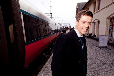 HAR IKKE GLEMT FREDRIKSTAD: Samferdselsminister Knut Arild Hareide  opplyste Fredrikstad KrF om at det kommer mer penger til jernbaneutbygging i 2021. Her fra et besøk i Fredrikstad for noen år siden. (Arkivfoto: Andreas Nygjerd)