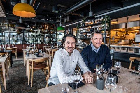 I BYEN: Erik Tronbøl (til høyre) og Rodrigo Belda i Delicatessen beskriver spenningen rundt Fredrikstad-etableringen som følelsen første skoledag. – Vi har troen på produktet, men er spente på mottakelsen, sier Tronbøl.