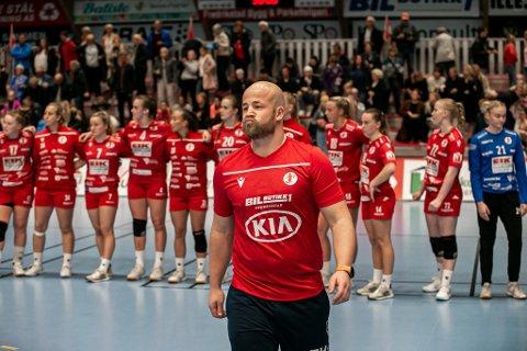 HISSIGPROPP: Det kokte i topplokket til FBK-trener Eirik Haugdal i pausen.