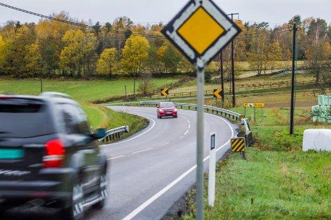 Fylkesvei 116 er ikke tilrettelagt for gående og syklister. Nå ønsker bystyret å få strakstiltak fra Skårakrysset til Onsøy kirke, og senere en utbygging av gang- og sykkelvei.
