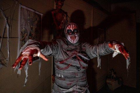 I fjor kunne du risikere å møte på denne karen om du tok turen til Infanterikaserna i Gamlebyen i forbindelse med Halloween. Om en drøy uke er de uhyggelige skapningene tilbake.