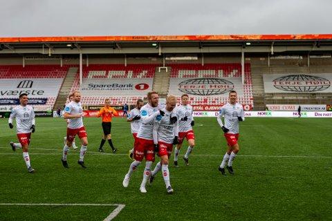 FFK-JUBEL: FFK slo Kvik Halden 2-0 etter frisparkmagi fra Joona Veteli. FFK har tre poeng opp til Kvik Halden, og seks måls dårligere målforskjell.