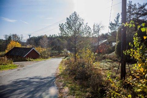 Nytt bærelag: Dyrødveien skal rehabiliteres mellom nummer 45 og 56 i høst. Jobben med ny masse skal være ferdig til jul, med asfaltering til våren.