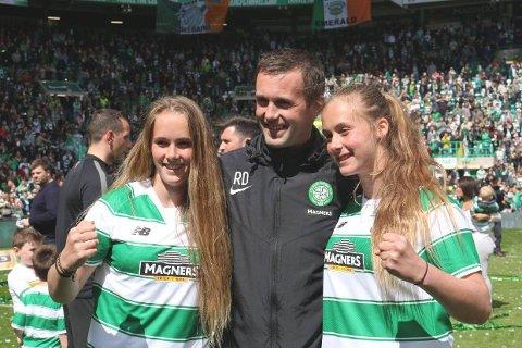 DELTOK PÅ FESTEN: Ronny Deila kunne i 2015 feire ligagullet med Celtic sammen med tvillgdøtrene Live og Thale på Celtic Park.