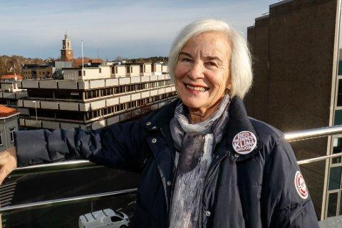 Oppfordrer. Elisabeth Golding i Besteforeldrenes klimaksjon oppfordrer folk til å være med på markeringen ved Gangbrua mandag kveld.