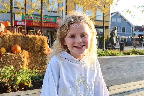 HOVEDROLLE: Ti år gamle Tuva Olivia Remman (10) spiller hovedrollen i den nye reklamen fra Flytoget, og i desember skal hun være «Piken» i «Piken med svovelstikkene»