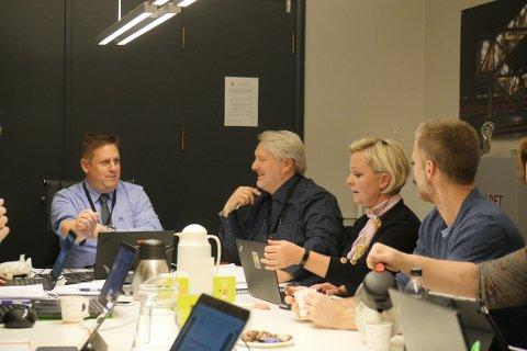 Øker utgiftene med 1,245 millioner:  Ordfører René Rafshol (H), varaordfører Erling Ek Iversen (Sp), Frederikke Stensrød (H) og Kjell André Holstad Åsheim (H) i formannskapet torsdag. (Foto: Øivind Lågbu)