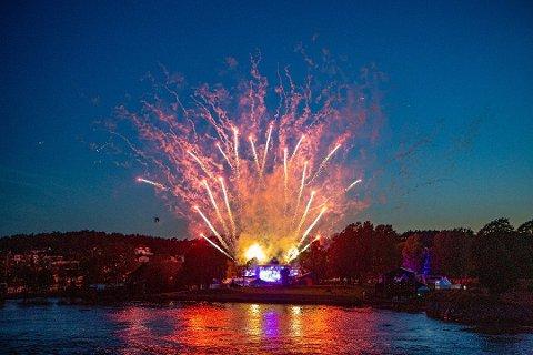 Vil ha festival med fyrverkeri: Idyllfestivalen skal arrangeres på Isegran også neste år. Ett av spørsmålene er om arrangørene fortsatt kan bruke fyrverkeri. (Arkivfoto: Harry Johansson) ,