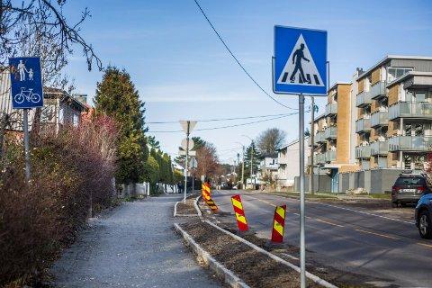 Pakket og klart: Grusen er hardstampet, og denne uka er det lovet asfaltering i Veumveien, fra nummer 36 til 42.