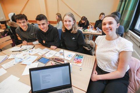 Snart ferdig. Paul Werner (til venstre), Mohamed Al-bahadeli, Liva Walther og Nora Julsen lager barnebok om pingvinen Lil Pimp.