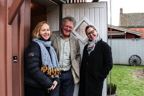 IKKE MER LITTERATURFESTIVAL: Kristin Johansen (f.v.) og ektemannen Wiggo Andersen trekker seg ut av Ord i Grenseland ni år etter at de startet opp i Gamlebyen. Anne Fjellro (t.h.) tar over roret.