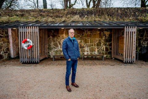 Ris og ros: Arne Inglingstad mener leskurene i Gamlebyen er blitt flotte, men han synes ikke prislappen stemmer. - Det hadde rukket med en million kroner pluss moms, mener han.