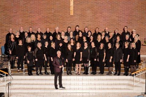 Deltar. Fredrikstad Gospelkor deltar på den felleskirkelige gudstjenesten i Fredrikstad domkirke 1. januar.