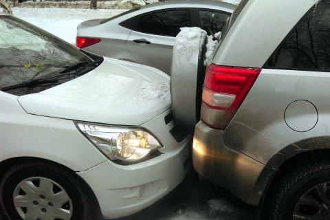FØRJULSSTRSS: Mange av førjulens trafikkuhell skjer på parkeringsplasser eller på veier i tilknytning til travle kjøpesentre.