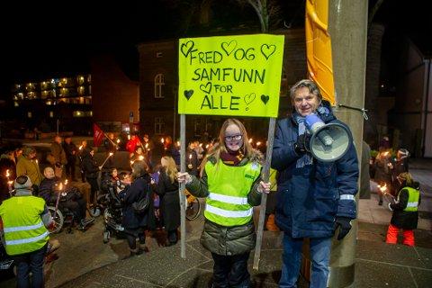 GLADE: I forrige uke deltok Jens Olav Simensen i fakkeltog på verdensdagen for mennesker med nedsatt funksjonsevne, og holdt appell med krav om utlysning av BPA-konsesjon i Fredrikstad. Nå er han jublende glad over resultatet på vegne av alle dem som trenger tilbudet.