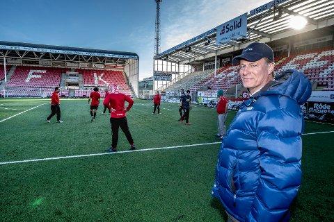 STØTTER GATELAGET: Johan H. Andresen er en viktig støttespiller for FFKs gatelag. Her er han på plass under en trening tidligere i uken.