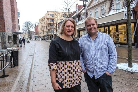POSITIVE: Hege Bongard (Fredrikstad Næringsforening) og Lars Erling Olsen, professor på BI, mener Fredrikstad har gode forutsetninger for å bli en næringslivsdestinasjon. – Det er lettere for Fredrikstad enn Moss å bli et attraktivt sted for nye bedrifter, sier Olsen.