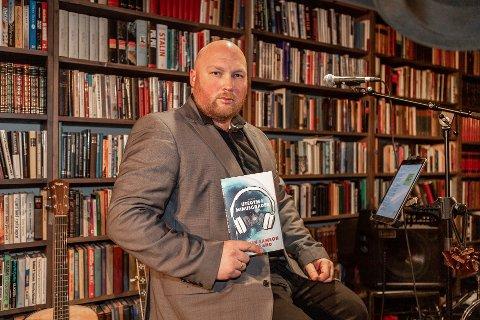 Greåker-lærer Øystein Samson Tjentlands debuterer som romanforfatter med ungdomsromanen «Utegym i minusgrader».