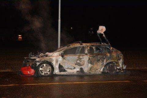 Bilen var totalt utbrent etter hendelsen natt til fredag.