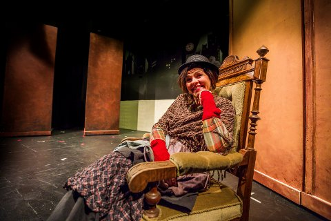 Mye preking: Renate Gjerløw Larsen bruker mye tid på å forme Eliza Doolittle Det betyr at hun preker mye med seg selv.