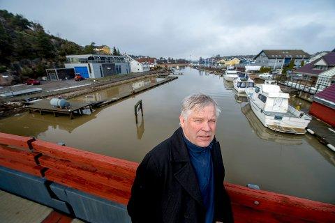 GODKJENT ELLER EI? Brygger i vannet og sjøboder er blant tiltakene Rune Karlsen ble pålagt å legge inn i en reguleringsplan. Planen er aldri blitt behandlet av kommunen fordi de selv heller ville lage en regulering av området. Det er aldri gjort.