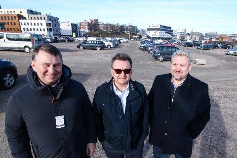 Større plass: Dick Hansson (fra venstre) i Quality Security, Øivind Kvammen i Værste og Rune Olsen i Fredrikstad Live kan ønske velkommen til konsert med god plass til 7.000 publikummere. Og flere billetter slippes mandag.