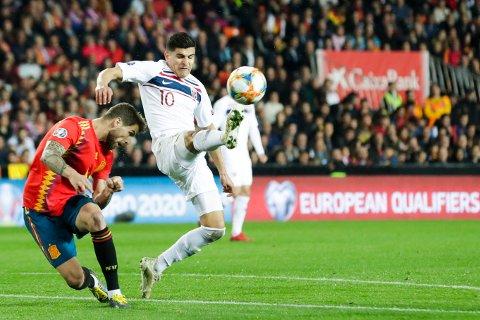 REVANSJ: Tarik Elyounoussi og Norge tapte EM-kvalifiseringskampen mot Spania på Mestalla i Valencia lørdag. Tirsdag står Sverige for tur.