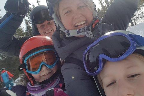 FEIRET: Familien Johansen var på Trysil i helga, og Jeanette Johansen fikk virkelig feiret seieren med mann og barn.