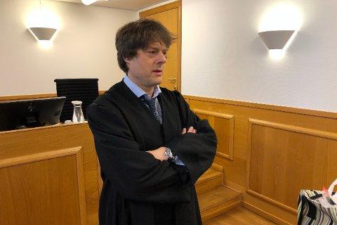Forsvarer Jacob Sanden Ringsrød hevdet at klienten ikke bevisst hadde forsøkt å lure kundene, men at helseproblemer gjorde at han ikke fikk utført oppdragene. Det festet imidlertid ikke retten lit til.