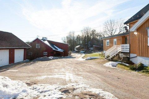7,4 millioner kroner: – Her er det veldig mange muligheter for dem som vurderer å kjøpe en gård, sier ansvarlig megler Nils Henrik Tegneby om Augberg gård som nå er til salgs.