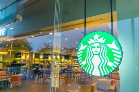 Starbucks har etablert seg i alle de store byene i Norge, blant annet i Drammen. Nå ser de mot flere byer, og sjefen forteller at Fredrikstad står høyt på lista.