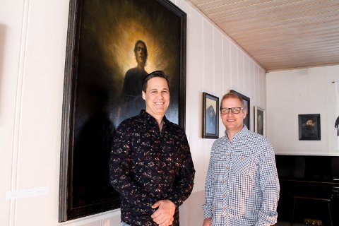 Kompisene Sven Erik Henriksen og Atle Henriksen åpnet sin første utstilling sammen skjærtorsdag på Viker.