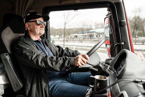 TUR - RETUR BRUSSEL: Jan Arne Laberget har kjørt fra Trondheim til Brussel og tilbake for å demonstrere mot sosial dumping.