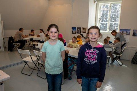 Hanna Arnø Veberg (12) og Theresa Tveba Kolberg (11) lot seg begge begeistre av den spesielle kulturdagen. – Det var gøy å prøve noe helt nytt, forteller Manstad-elevene