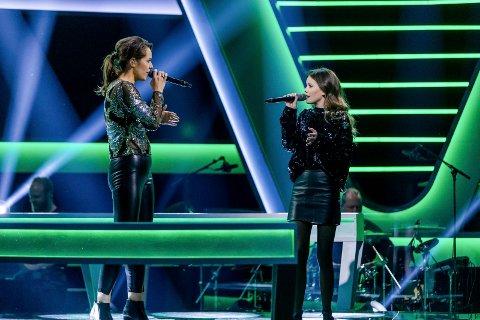 Duellen: Jeanatte Vik (til venstre) måtte gi tapt for Amalie Hamborgstrøm da plasser til liveprogrammene i The Voice skulle deles ut.