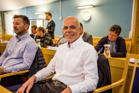 FORNØYD: Styreleder i Norxe AS, Jørn Eriksen var i godt humør da han møtte i Fredrikstad tingrett i mai. Han var også delvis fornøyd med dommen i saken. Her sammen med daglig leder i Norxe AS, Kjell Einar Olsen.