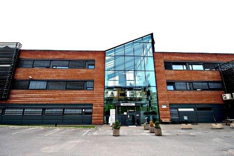 Avdeling under lupen: Barnevernet i Fredrikstad holder til i disse lokalene på Wilbergjordet. Arbeidsmiljøet i en av de seks avdelingene har nå blitt gransket. Lederen er ikke enig i konklusjonene etter granskningen.