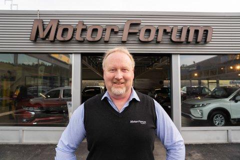 FORNØYD: Daglig leder hos Motor Forum på Råbekken, Tore Engjom, har all grunn til å smile. I fjor leverte bedriften nok et solid resultat.