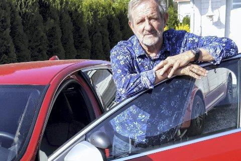 HJEM FRA JOBB: Staffan Henriksen parkerer skolebilen etter dagens kjøretimer.