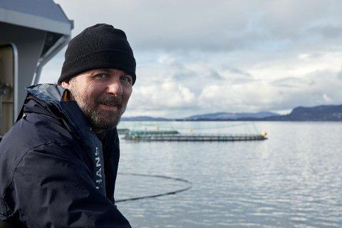 Selvlært: Esben Beck, som har bodd i Fredrikstad i seks år, står bak ny robotteknologi som dreper lakselus. Han er første nordmann som er nominert til en europeisk innovasjonspris.