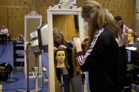 Utdanning med lange aner på Glemmen: I 2017 ble Marthe B. Jensen  nummer to i frisørfaget i Østfoldmesterskapet i yrkesfag på Glemmen videregående skole. (Arkivfoto: Marte Berger Beck)