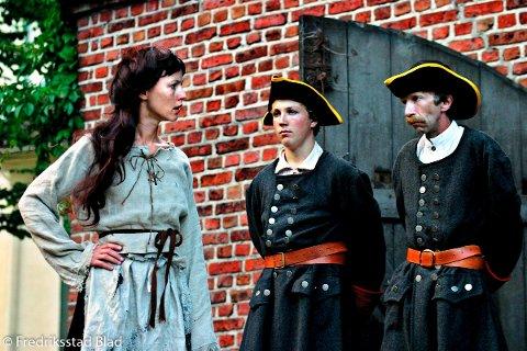 """Historien om Anne Rimer har blant annet blitt portrettert på teaterscenen. Her fra Fredriksta' Teater sin oppsetning av vandreteateret """"Bak Vollene"""" i Gamlebyen. Petronelle Barker i rollen som Anne Rimer."""
