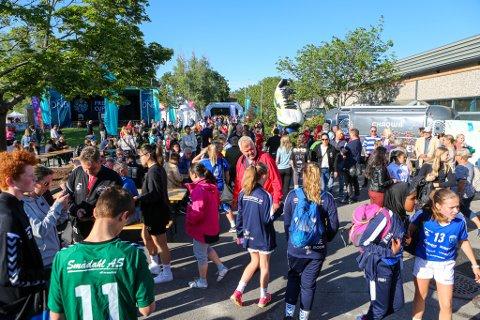 HVA SKJER? Hvordan verden, Norge og Fredrikstad ser ut i pinsen, vet ingen. Fredrikstad Cup-arrangøren venter spent.