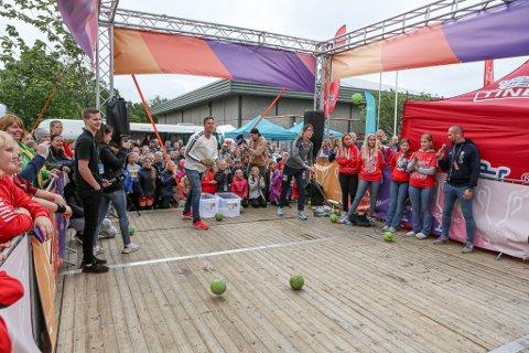 TESTET SKUDDARMEN: Espen Lie Hansen og Kari Brattset konkurrerte i prikkskyting. Førstnevnte gikk av med seieren.